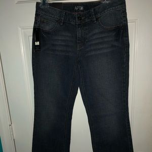 Apt 9 Maxwell size 4 mid rise bootcut jeans NWT